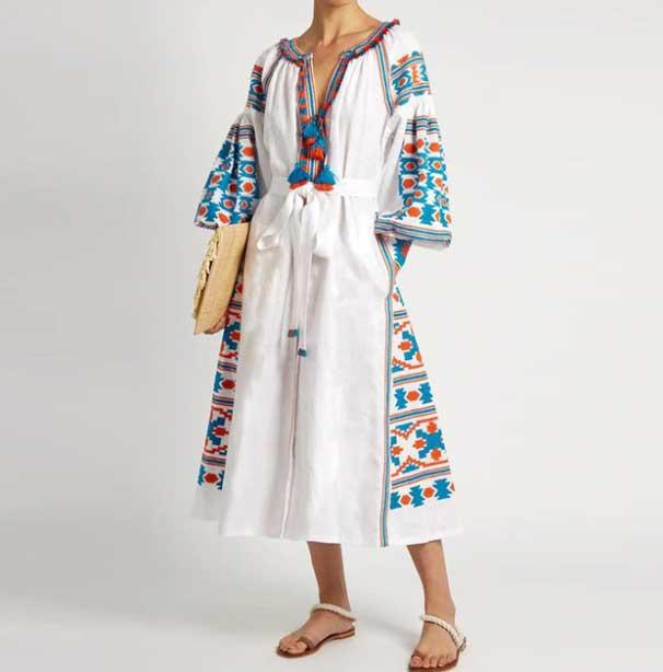 Украинское вышитое длинное платье v-образным вырезом